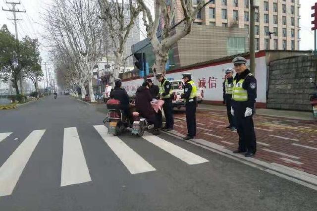 余姚交警双休日开展电动自行车集中整治 呼吁安全出行