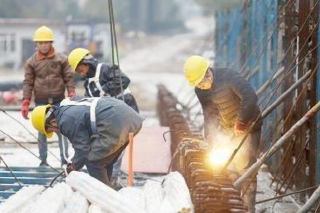北仑首座跨铁路城市道路桥梁 宁波穿山港铁路支线建设正酣