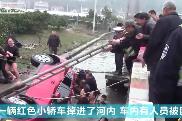 宁波1女子驾车坠河 村民与民警跳入刺骨水中施救
