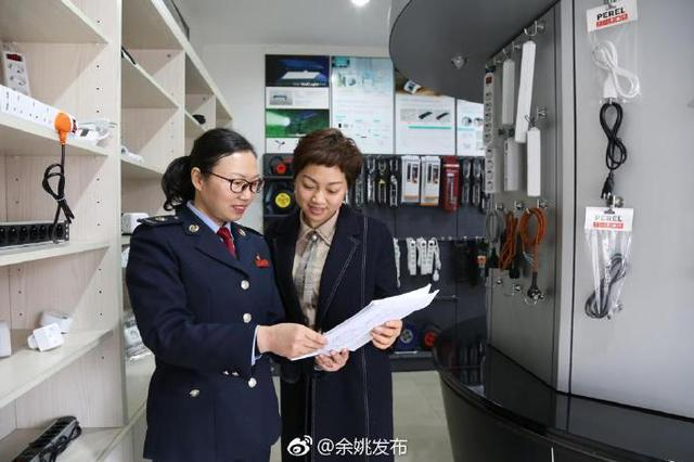 余姚市税务局巾帼志愿者小分队为企业送税务红包
