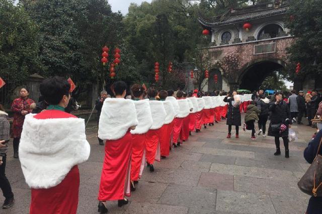 旗袍秀走进溪口武岭三里长街