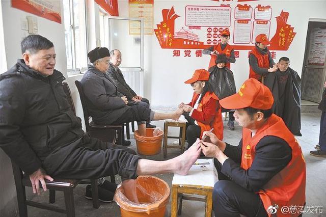 慈溪市各地掀起学雷锋志愿服务热潮
