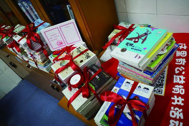 象山1街道团工委和市第四医院向学校捐赠5000余册图书