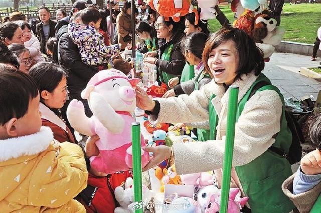 慈溪桥头举行助黔公益集市 义卖所得1万4千元用于扶贫