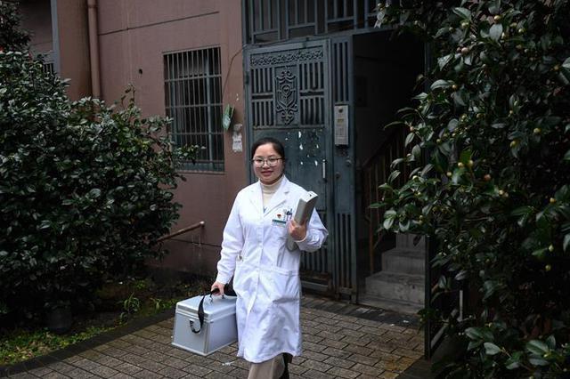 浙江宁波:社区医护人员 网约上门服务