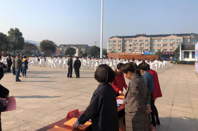 鹤浦镇滨海广场举行太极拳大联展活动
