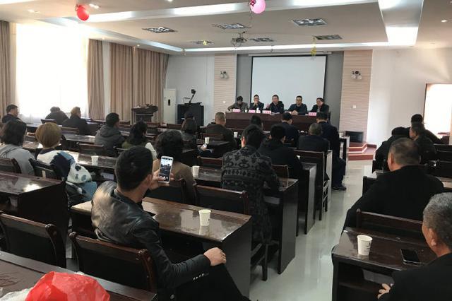 石浦镇镇长徐颖峰组织召开东门渔村船东船长渔嫂会议