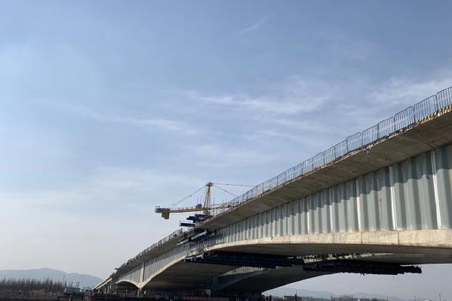 鄞城大道奉化江特大桥完成全桥合龙 预计下半年通车