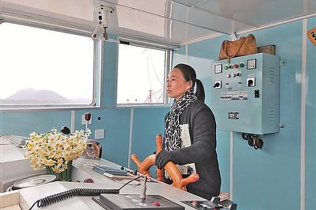 宁波唯一农渡女船长上了央视 已经开了30多年船
