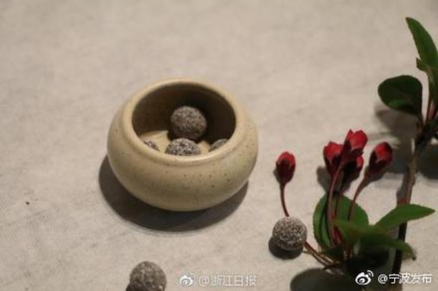 数千花瓣只能研磨出几克花粉 宁波大学生半年复原古法香丸