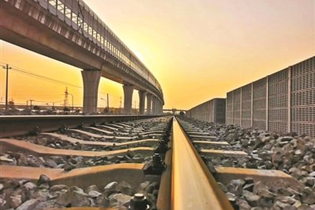 宁波穿山港铁路支线抓紧作业 全力力争年底建成