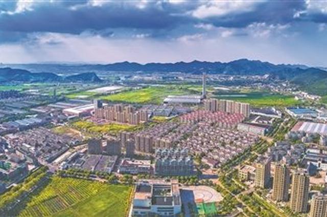 提升镇域综合环境助力?#20998;?#37150;州 建设东吴发起国卫冲刺跑