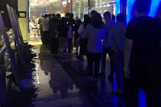 杭州10万人凌晨熬夜看复联4首映 有人一夜未眠