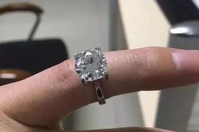 嘉兴95后姑娘家境优渥 珠宝店顺走58万钻戒卖17.3万