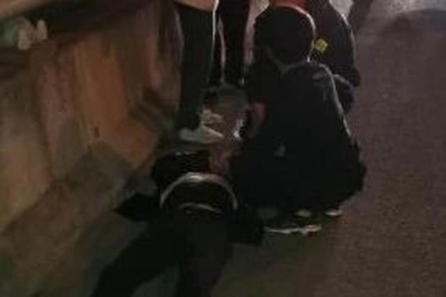 杭州一小伙之江大桥发病被救 徒步8公里登门道谢