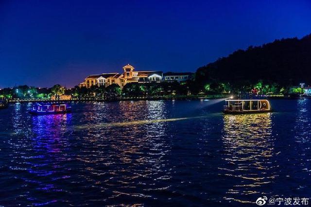 宁波东钱湖开启夜游模式 游船项目正式开始运营