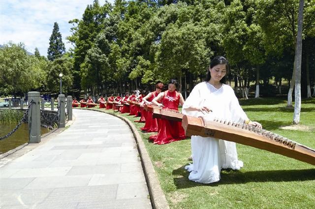 象山古筝班学员同奏爱国强音 庆祝新中国成立70周年