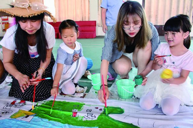 象山一幼儿园举办防溺水亲子活动 预防溺水画出来