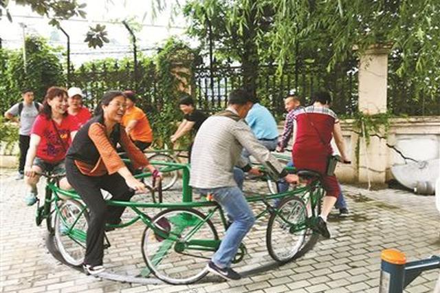 宁波居民有智慧 巧手将僵尸自行车变身旋转单车