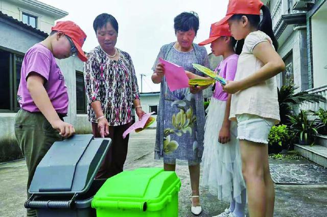 小手拉大手 象山小志愿者进村入户宣传垃圾分类