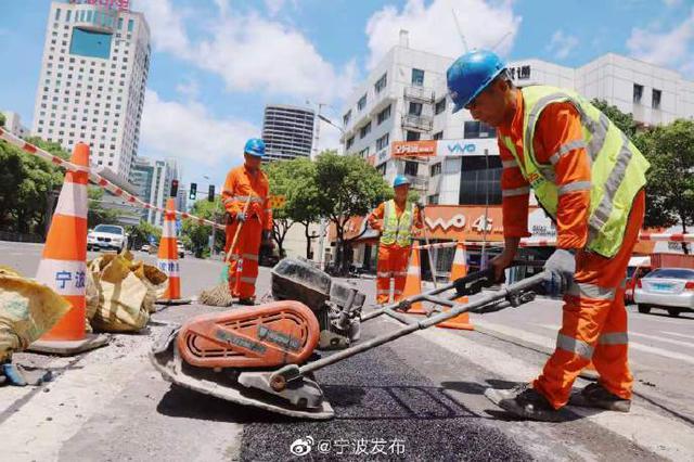 宁波城管市政部门道路坑洞应急修复恢复城市基础设施