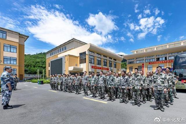 奉化人武部应急连集结100名民兵 驱车赶赴临海支援