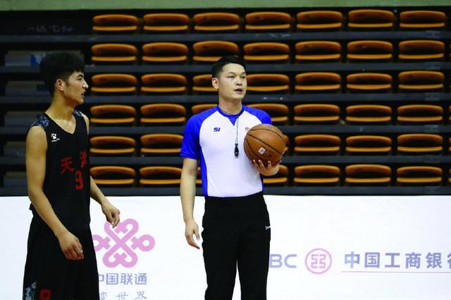 象山三中教师执裁青运会篮球决赛 见证顶尖对抗