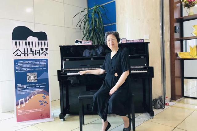 宁波莫奶奶捐赠首架钢琴落地 让琴声在城市上空响起