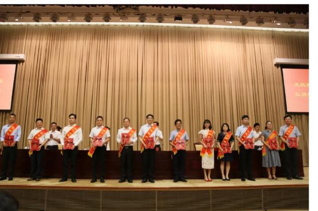 宁波举行教师节庆祝大会 900多位老师或集体被表彰