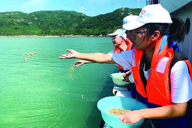 象山志愿者守护蓝色家园 3500万沙蛤苗种放流檀头山