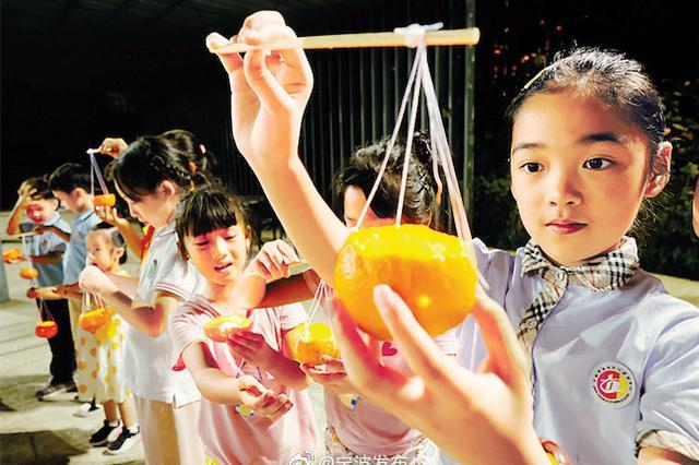 月满江城情聚传承 鄞州福明街道举办橘灯迎中秋活动