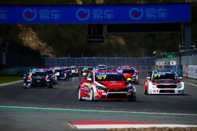 中国汽车场地职业联赛在宁波进行首个比赛日较量