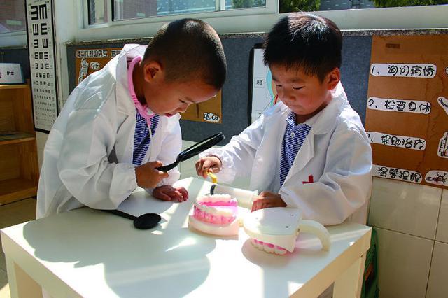 象山墙头幼儿园开展爱牙日活动 教孩子正确刷牙方法