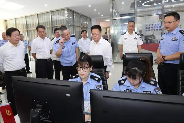 郑栅洁看望宁波基层公安民警 向坚守岗位的人们致敬