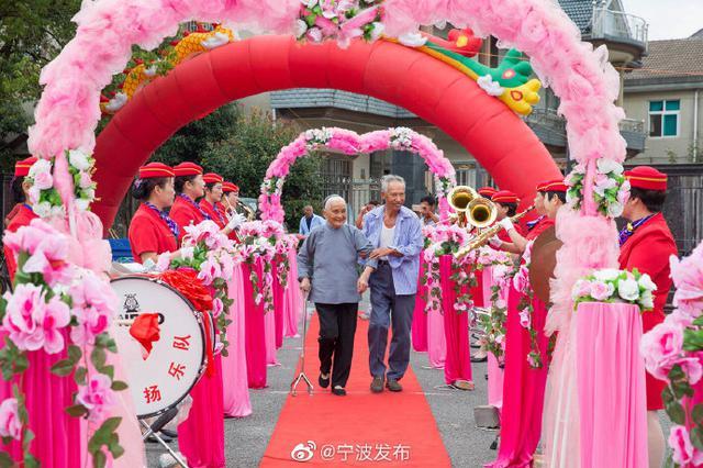 连续四年的精彩盛事 慈溪三江口村举行重阳敬老活动