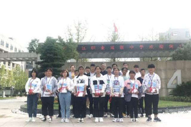 15名黔西南贫困学子来海曙求学 争相报名烹饪等专业