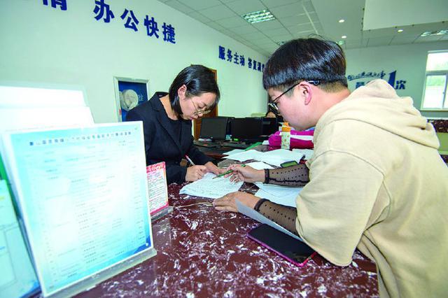 象山贤庠镇打造便民服务一窗受理升级全科服务暖民心