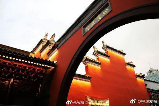 城隍庙朱红外墙景观灯亮起 修缮工程即将竣工验收