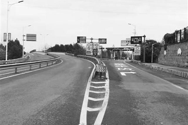 宁波高速收费口小细节派大用场 反光条变身安全线