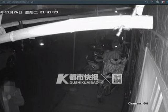 一个月内 杭26岁已婚男子骑电动车来同一地方偷窥3次