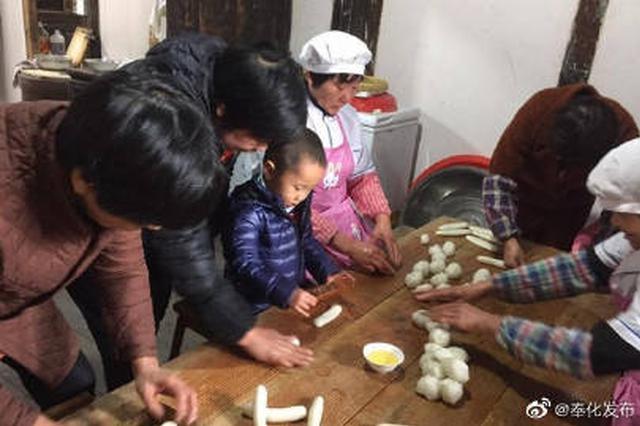 2020年新春将至 奉化习俗传统手工打年糕热闹非凡