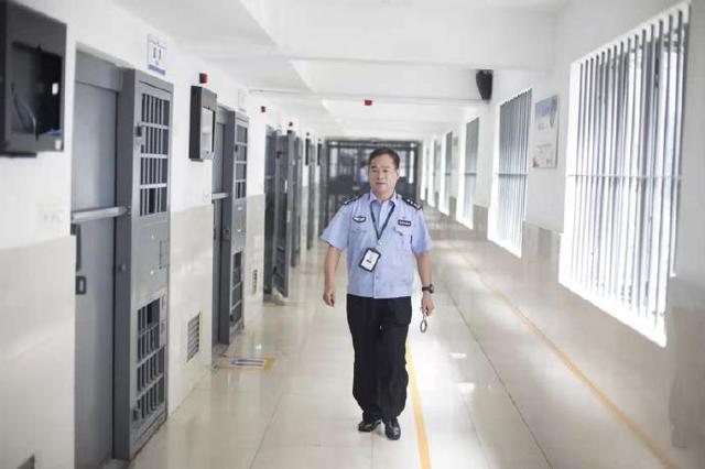 宁波一名民警荣获全国最美基层民警奖项 向他致敬
