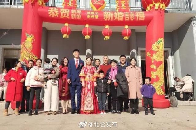 近10名北仑志愿者们集体参加一场婚礼