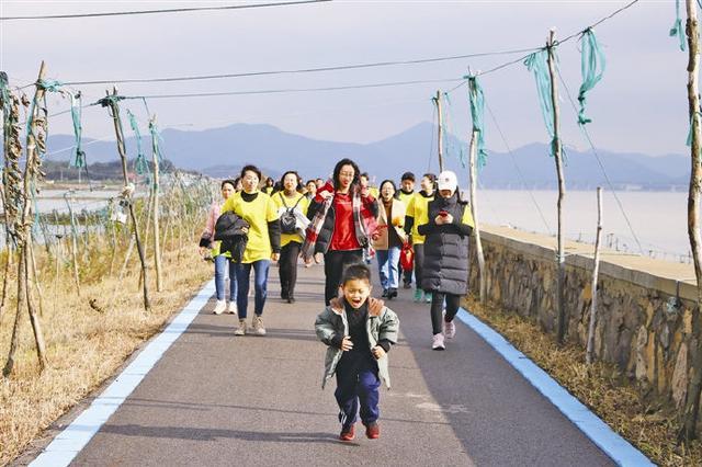 象山斑斓海岸开展暖冬健步走 欣赏西沪港初冬美景