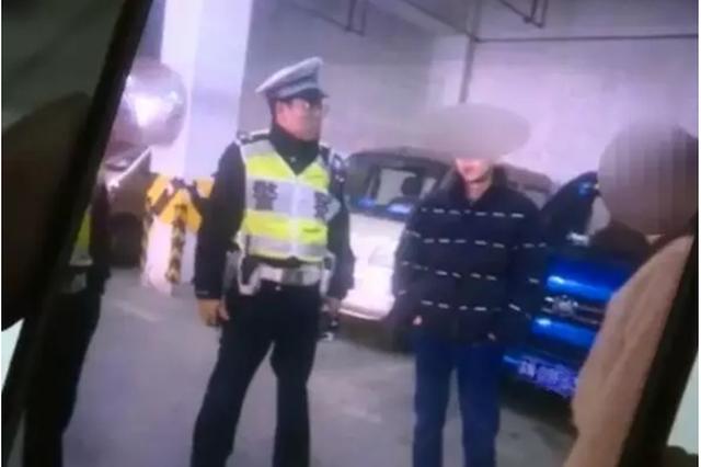 杭1男子地下车库被车撞倒 肇事司机称和老婆彻夜吵架