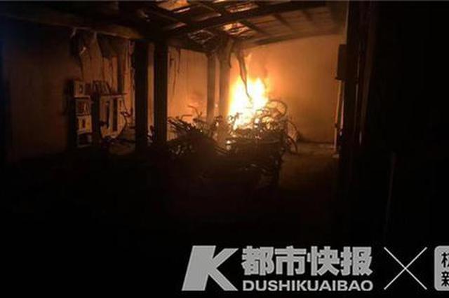凌晨杭州一小区车库突然起火 又是因为电动车充电