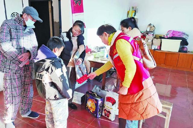 象山暖冬行动温暖困境儿童 志愿者走访慰问送温暖