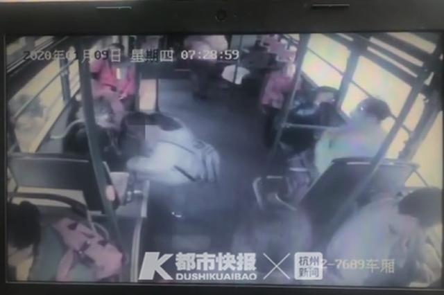 14岁女孩上学坐错公交迷路 浙江81岁老太送她回家