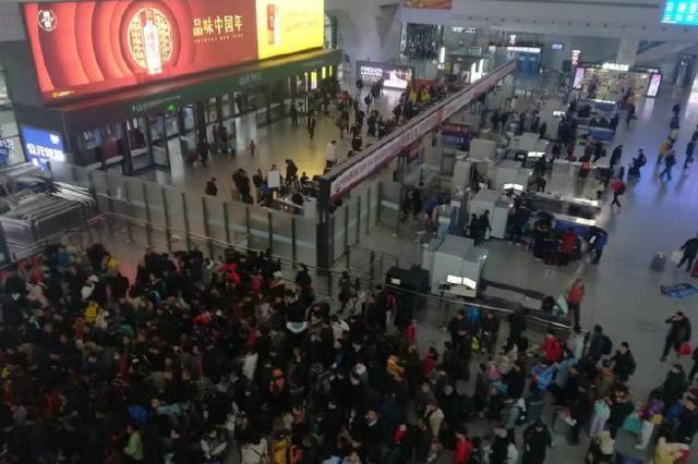 春运首日逾28万人次出入宁波 同比增长1.19%