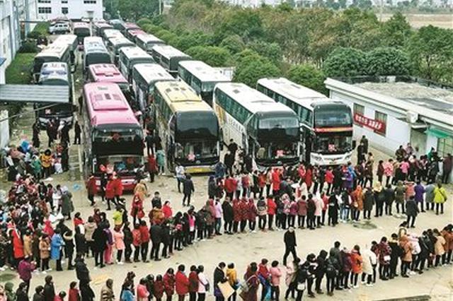 象山企业包车送员工回家过年 组织近40辆大巴车